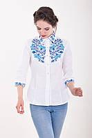 Белая женская блуза вышитая нежным голубым узором из цветов