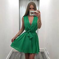 Расклешенное летнее платье с глубоким декольте