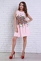 Милое вечернее платье в нежно-розовом цвете украшено бабочками на талии