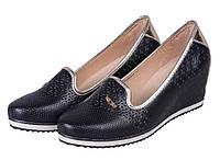 Закрытые женские кожаные туфли на платформе