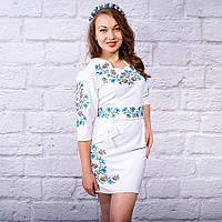 Вышитое платье в украинском стиле Полевые цветы белого цвета