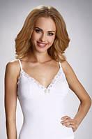 Женская бельевая майка на тонких бретелях белого цвета, модель Adela Eldar.