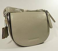 Небольшая кожаная сумочка Burberry светло-серая через плечо