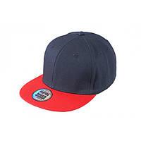 Темно-синяя кепка с прямым красным козырьком