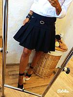Стильная черная юбка в складку с высокой талией