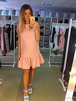 Платье персикового цвета внизу кокетливый волан
