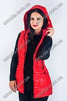 Яркий женский жилет красного цвета на холлофайбере