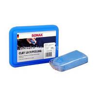 Пластилин Sonax для очистки лакокрасочных поверхностей автомобиля.