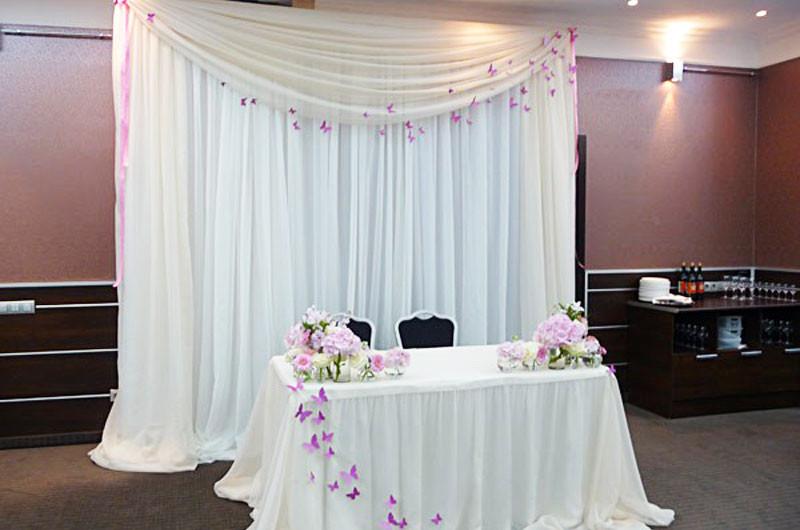 Красивые фуршетные юбки на свадебный президиум, украшение тканями стола молодоженов, драпировка стола: продажа, цена в Киеве. ор