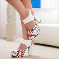 Босоножки женские белые с цветами на каблуке Б727