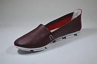 Женские кожаные мокасины бордового цвета на белой подошве