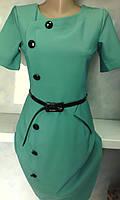 Строгое женское платье по фигуре с пуговичками