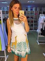 Платье белое кружевное на подкладке с рисунком спереди