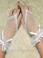 Белые перчатки в крупную сетку