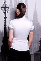 Белая приталенная женская блуза с коротким рукавом и отделкой в мелкую клеточку
