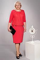 Элегантное женское платье с украшением в виде жемчужин кораллового цвета