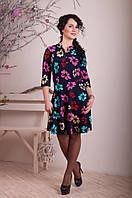 Яркое женское платье в цветочный принт