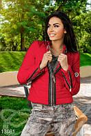 Красная куртка Moncler