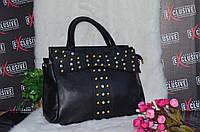 Красивая женская сумка с камнями-стразами.