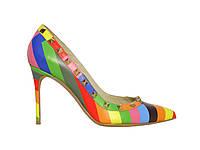 Женские кожаные туфли с острым носком и шипами
