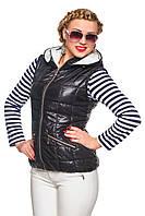 Стильная женская демисезонная жилетка со съемным капюшоном приталенного силуэта, цвет  черный