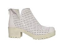 Женские летние кожаные ботинки с перфорацией в форме звезд