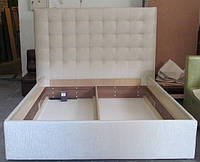 Двуспальная кровать с мягкой спинкой и подъемным механизмом на ламелях