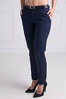 Стильные укороченные женские брюки темно-синего цвета спереди функциональные карманы