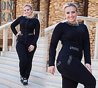 Модный женский батальный черный костюм с камнями многогранной обработки
