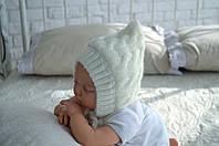 Вязаная шапочка для новорожденных на трикотаже 0 - 3 мес.