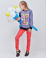 Детская кофточка украшена ярким принтом