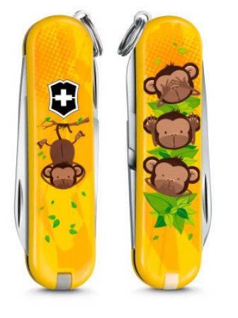 """Выразительный перочинный нож для школьника Victorinox CLASSIC """"3 Wise Monkeys"""" 06223.L1607 желтый"""