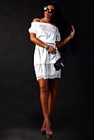 Белое летнее платье с резинкой на плечах