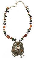 Ожерелье с камнями и кулоном Трапеция