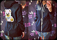 Молодежная куртка-ветровка с капюшоном