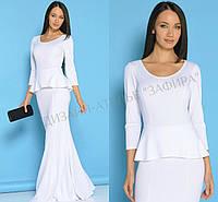 Трикотажное платье с баской