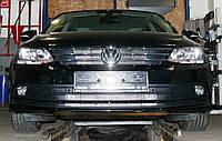 Декоративно-защитная сетка радиатора Volkswagen Jetta 2014- фальшрадиаторная решетка, бампер