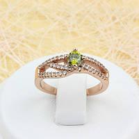 002-1683 - Изящное кольцо с оливковым и прозрачными фианитами розовая позолота, 16 р.