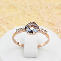 002-1631 - Элегантное кольцо с серо-синими и прозрачными фианитами розовая позолота, 19.5 р.