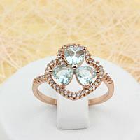 002-1650 - Замечательное кольцо со светло-голубыми и прозрачными фианитами розовая позолота, 18 р.