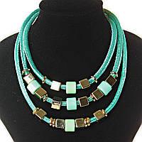 [2-15 мм] Ожерелье бирюзовое озеро 3 ряда мягкая ткань блестящая, внутри - плотный каркас металлический, квадратные, круглые бусины, цвета - золото и