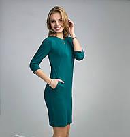 Стильное женское платье изумрудного цвета