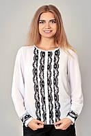 Красивая женская белая блуза с кружевом