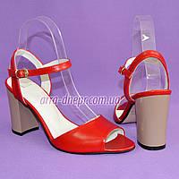 Женские кожаные босоножки на устойчивом каблуке, цвет красный, фото 1