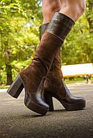 Сапоги высокие замшевые  коричневого цвета в комбинации с кожей на высоком устойчивом каблуке