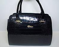 Женская лаковая сумка под рептилию черного цвета