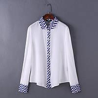 Красивая женственная белая шифоновая блузка с узором на манжетах и воротнике