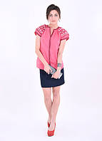 Красивая коралловая блуза оригинального кроя с роскошной вышивкой