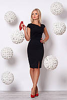 Элегантное черное платье приталенного кроя а асимметричным вырезом и коротким рукавом