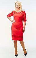 Красное женское платье с гипюровыми вставками